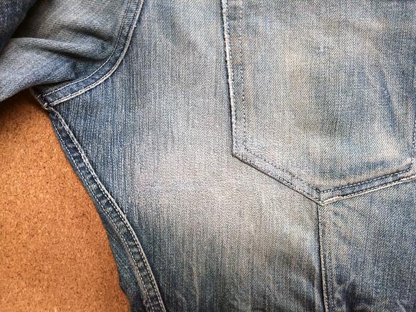 裁断が特殊なジーンズの尻完璧リペア後